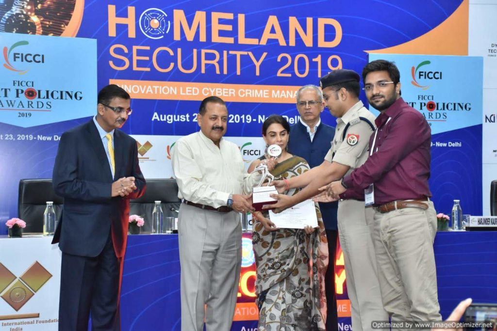 Founder Smart E Touch Nishant Pandey, Receiving FICCI FICCI - Special Jury Outstanding Initiative Award, for Practice in Kumbh VVIP Security and Force Deployment for UP Police